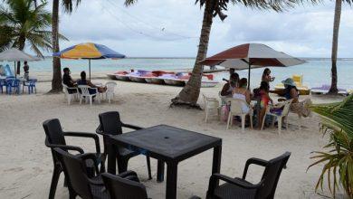 Photo of La gente empieza a ir a las playas y comercios abren