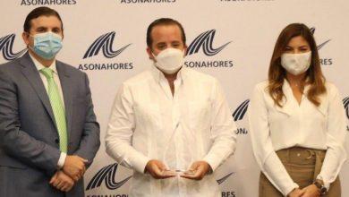 Photo of José Paliza recibe reconocimientos de AIRD y ASONAHORES por sus aportes desde el Senado